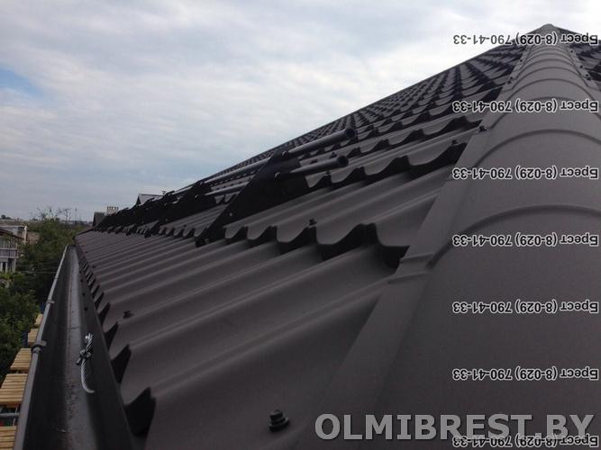 Фото металлочерепицы на крыше Ruukki Finera RR32 PEMA коричневая